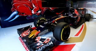 Presenting Toro Rosso's 2016 Colours
